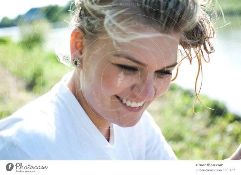 Sommer Mensch Natur Jugendliche Ferien & Urlaub & Reisen schön Freude ruhig Erwachsene 18-30 Jahre Liebe feminin Glück Freundschaft Zusammensein Zufriedenheit
