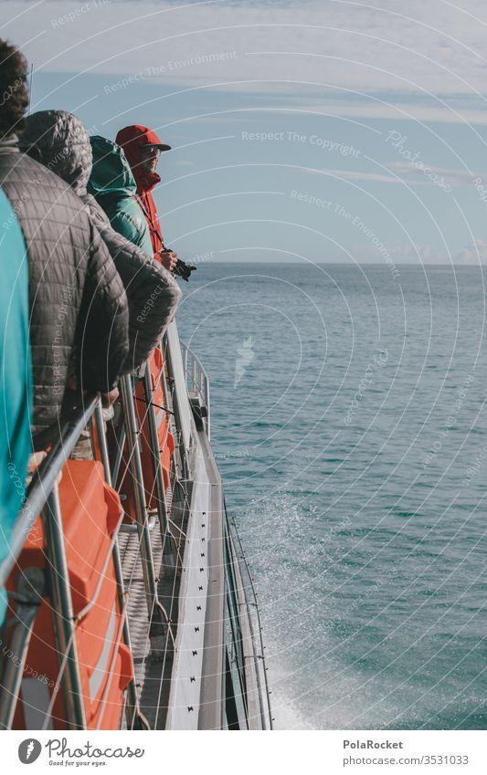 #AS# Bootstour Bootsfahrt Ausflug Expedition Meer rote jacke Kameramann spritzen Ausflugsschiff bootstour Außenaufnahme Schifffahrt Farbfoto