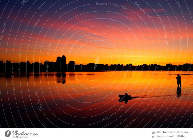Abendromantik am See Schatten Licht Textfreiraum rechts Außenaufnahme Gedeckte Farben Farbfoto Abenteuer Fernweh Zufriedenheit Glück fantastisch außergewöhnlich