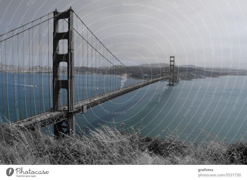 Blue Golden Gate Bridge Wasser Blau San Francisco Brücke Amerika USA Kalifornien Stahl Wahrzeichen Farbfoto Meer Sehenswürdigkeit Bucht Außenaufnahme