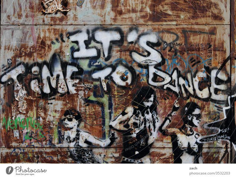 Graffiti Time to dance an einer Wand Schilder & Markierungen Schriftzug Buchstaben Street Art Berlin Gebäude grau Mauer Schriftzeichen Fassade Zeichen Tanzen