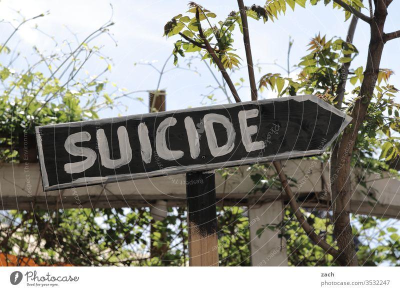 Samstag ist Selbstmord Suizidalität Selbstmörder suicide Schilder & Markierungen Zeichen Hinweisschild Park Berlin Richtung richtungweisend