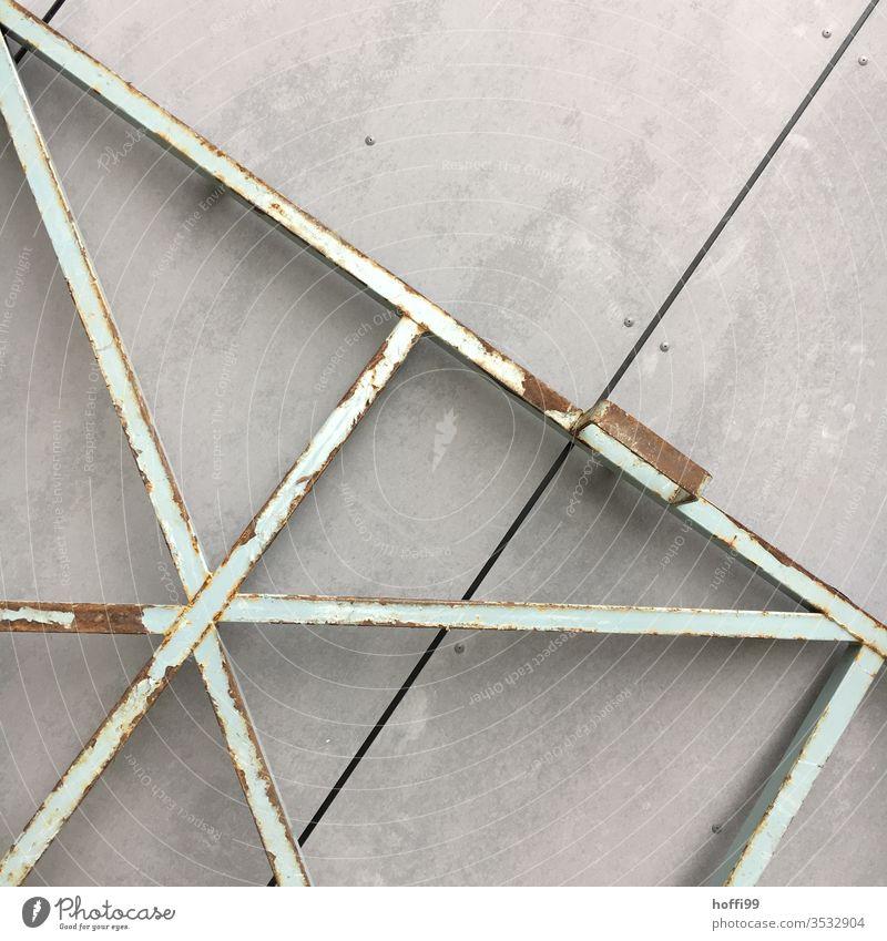 Metallkonstruktion an Sichtbeton Linie Reparatur Materialien Beton Baustoff Bauwerk Strukturen & Formen Konstruktion Schutz Muster Metallzaun Baustelle abstrakt