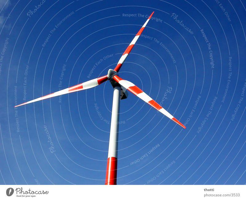 windkraft weiss-rot Windkraftanlage alternativ regenerativ Umwelt Elektrizität Industrie Energiewirtschaft Himmel