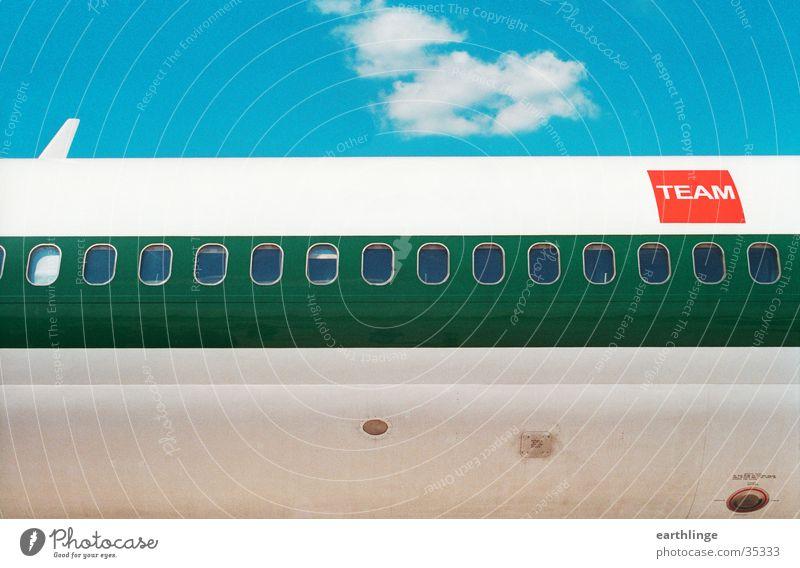 nach Italien Sonne grün blau rot Sommer Wolken Fenster Flugzeug Luftverkehr Technik & Technologie Schwimmhilfe Sizilien