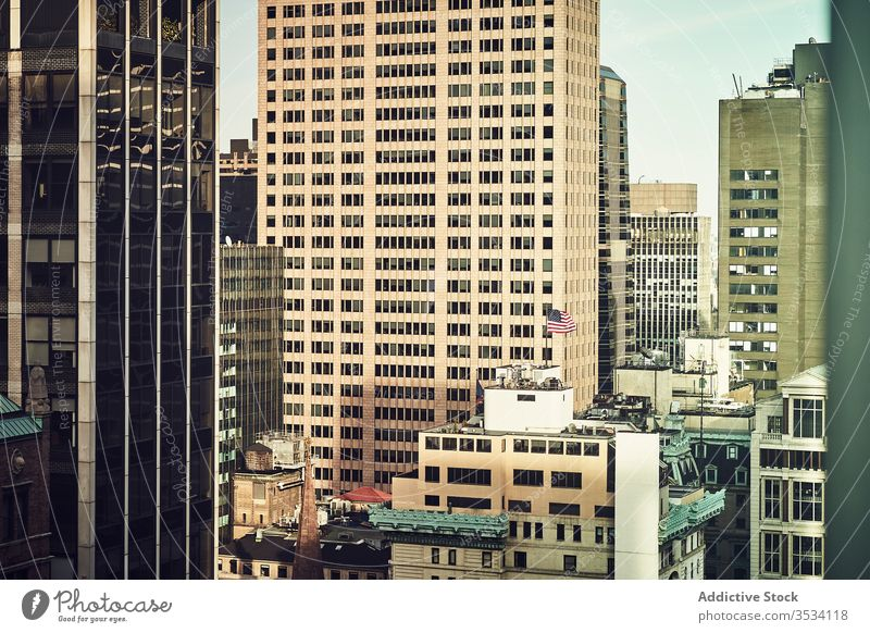 Schöne Aussicht auf die Wolkenkratzer von New York City Revier Straße urban New York State hoher Anstieg hoch Turm Architektur beobachten Zentrum Metropole USA