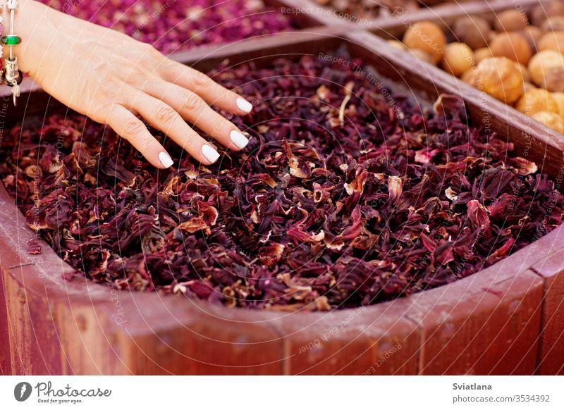 Große Auswahl an verschiedenen Gewürzen auf dem Markt Würzig Kraut Hintergrund Lebensmittel Geschmack Essen zubereiten natürlich Paprika Samen aromatisch Makro