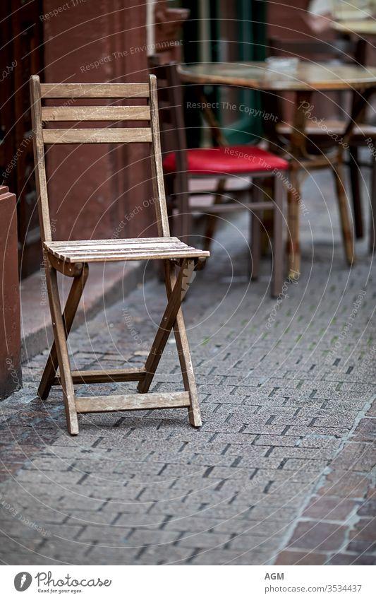warten Café Antiquität Architektur Bar Bistro Kantine Stuhl Stühle Großstadt klassisch Kaffee Textfreiraum Korona Kunde Design speisend leer Europa Außenseite