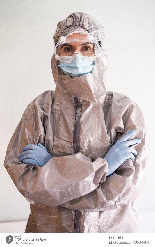 Ärztin in PPE Persönliche Schutzausrüstung Arzt ppe Coronavirus medizinisch betroffen Krankenhaus Gerät Virus Korona Labor schützend covid-19 Medizin Brille