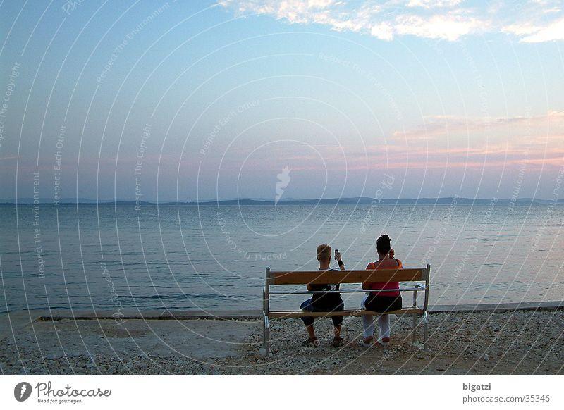 Bank am Strand Meer Europa Abenddämmerung