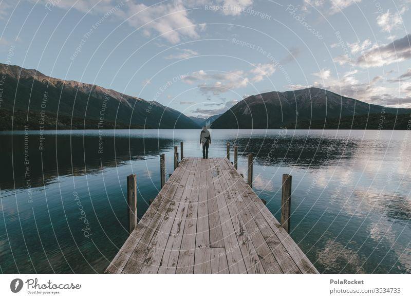 #As# Mann Auf Steg Unter Himmel Über See Neuseeland Neuseeland Landschaft Seeufer Wasser Wasseroberfläche Holzsteg Abenteuer wandern Wanderer Wandertag