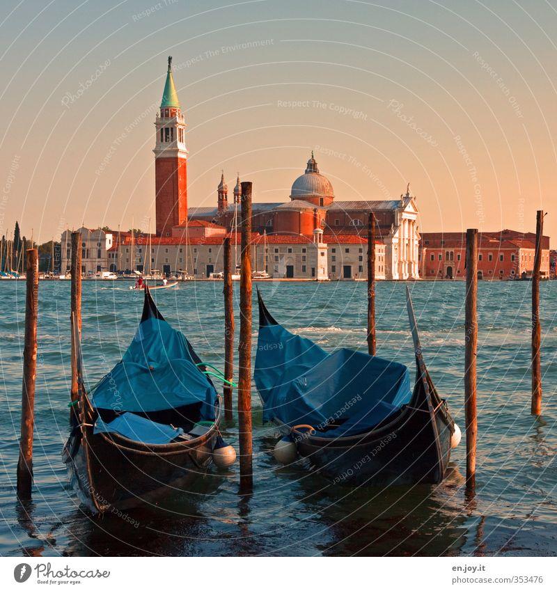Parkbucht Ferien & Urlaub & Reisen blau alt Gebäude Religion & Glaube Stimmung orange Idylle Tourismus Europa Kirche Vergänglichkeit Italien Hafen historisch
