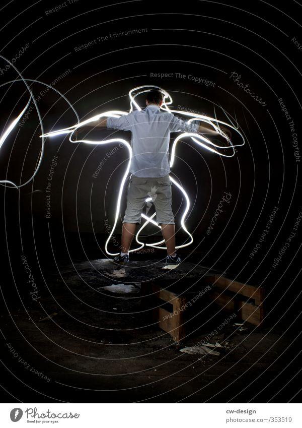 HEUTE: Deutscher Weltkindertag Mensch maskulin Junge Junger Mann Jugendliche 1 13-18 Jahre Kind Kunst Maler Theaterschauspiel stehen Kreativität Lichtmalerei