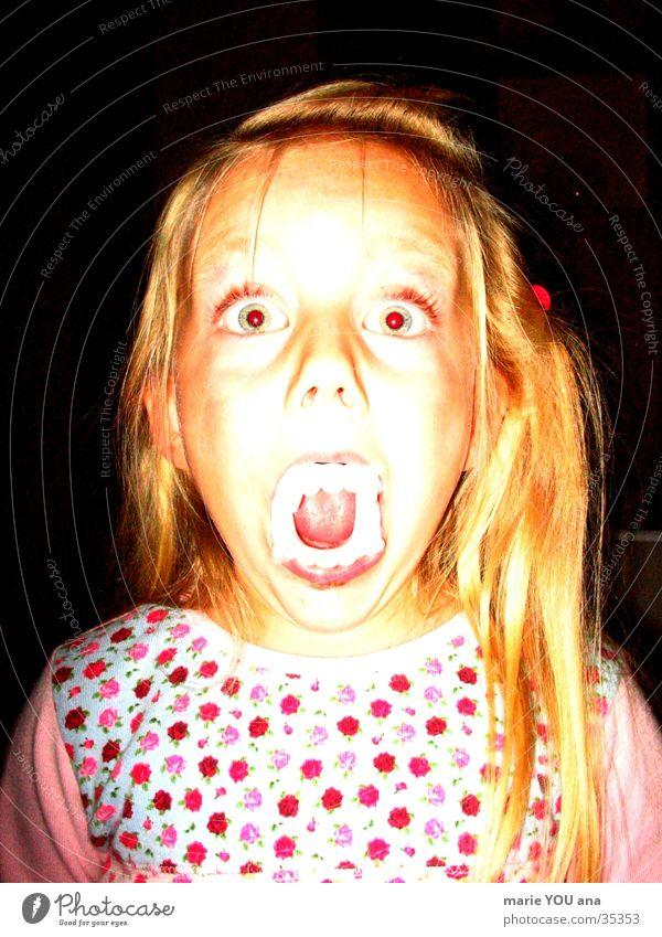 HORROR HALLOWEEN KIDS Kind Vampir Zähne gruselig obskur Porträt Halloween Zombie Dracula Werwolf