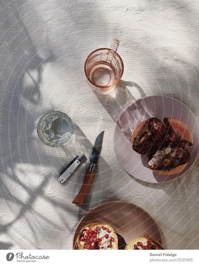 Granatapfel-Flatlay Lebensmittel Foodfotografie Flachlegung Frucht Gesundheit Wellness gesunde Ernährung Gesunder Lebensstil