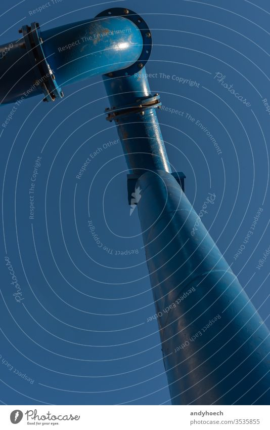 Die Wasserleitung einer Baustelle Architektur Gegend Hintergrund Berlin blau Bauindustrie Business Großstadt Sauberkeit Klarer Himmel wolkenlos Konzept