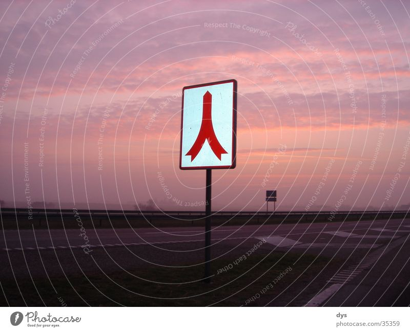Ab in den Himmel Schilder & Markierungen Verkehrsschild Wege & Pfade Sonne Sonnenaufgang Sonnenuntergang Wolken rot Autobahn Straße Beginn Morgendämmerung Abend