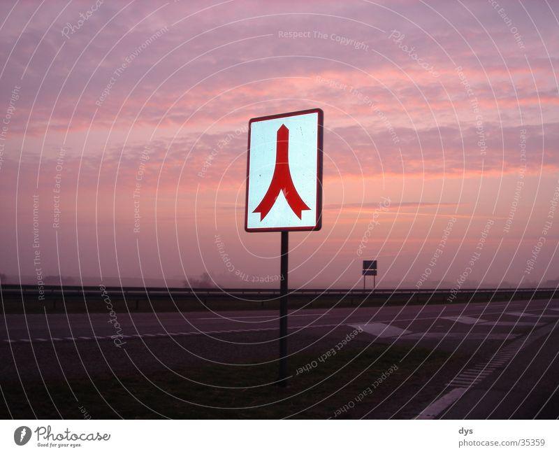Ab in den Himmel Sonne rot Wolken Straße Wege & Pfade Schilder & Markierungen Beginn Verkehr Europa Autobahn Verkehrswege Verkehrsschild