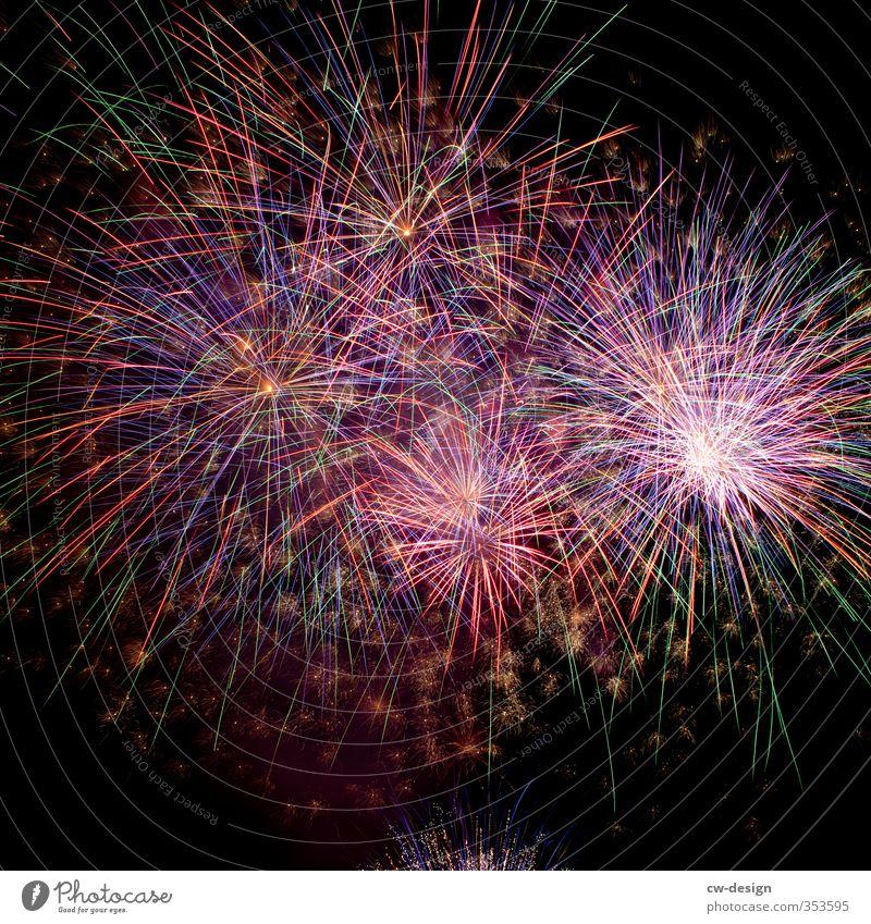 HAPPY BIRTHDAY PHOTOCASE! Silvester u. Neujahr Veranstaltung Show Himmel Wolkenloser Himmel Nachthimmel Linie leuchten gigantisch glänzend blau mehrfarbig gelb