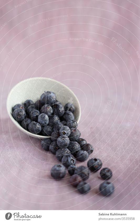 Blaubeeren Foodfotografie Essen essbar Obst heidelbeeren blueberries Gesunde Ernährung lecker Lebensmittel Gesundheit Farbfoto frisch Vitamin Frucht süß