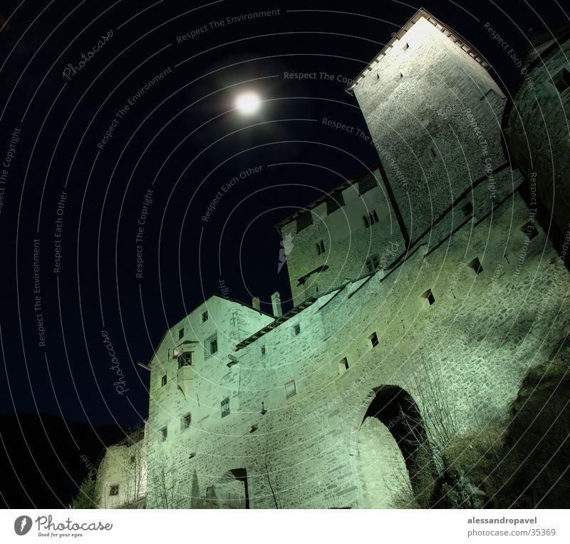 Schloss Taufers mit Mond Langzeitbelichtung historisch
