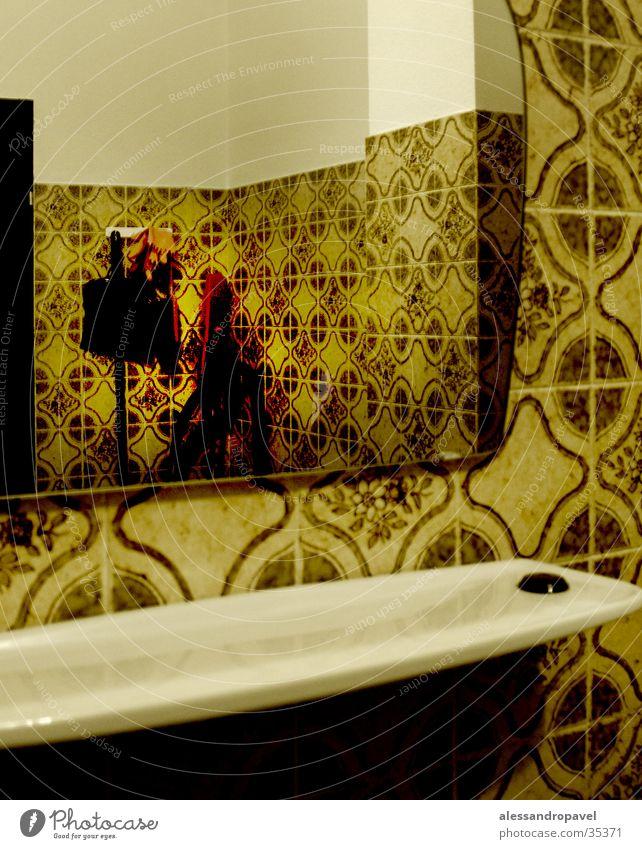 Verbrechen an der Putzfrau Spiegel Toilette Fototechnik