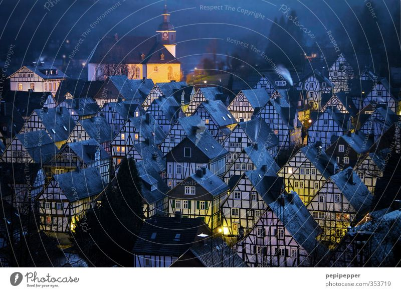 frohe weihnachten blau Weihnachten & Advent Haus Winter Wald Fenster Wand Gebäude Mauer Fassade Wohnung Häusliches Leben Tourismus Tür Kirche Dach