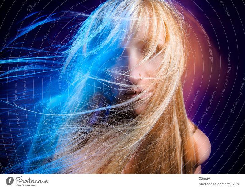 Dreams 2 Lifestyle Stil schön Haare & Frisuren feminin Junge Frau Jugendliche 18-30 Jahre Erwachsene Piercing blond langhaarig Bewegung Feste & Feiern tragen
