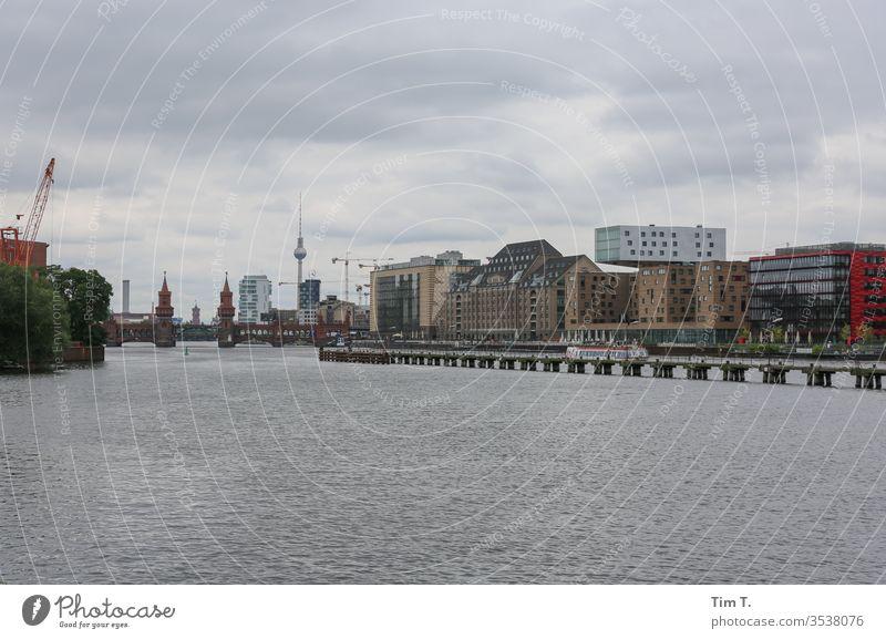 Berlin Spree River Hauptstadt Architektur Deutschland Menschenleer Wahrzeichen tv tower Fernsehturm Treptow Grenzgebiet Oberbaumbrücke Fluss Stadt City Skyline