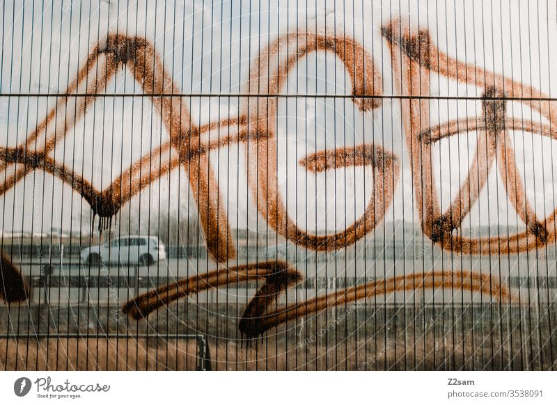 Graffiti-Tag taggen schreibend beschmiert Aussage Anwesen Material Metall Mast Vandalismus Schlagwort Wand Tagger Wort Spray nein