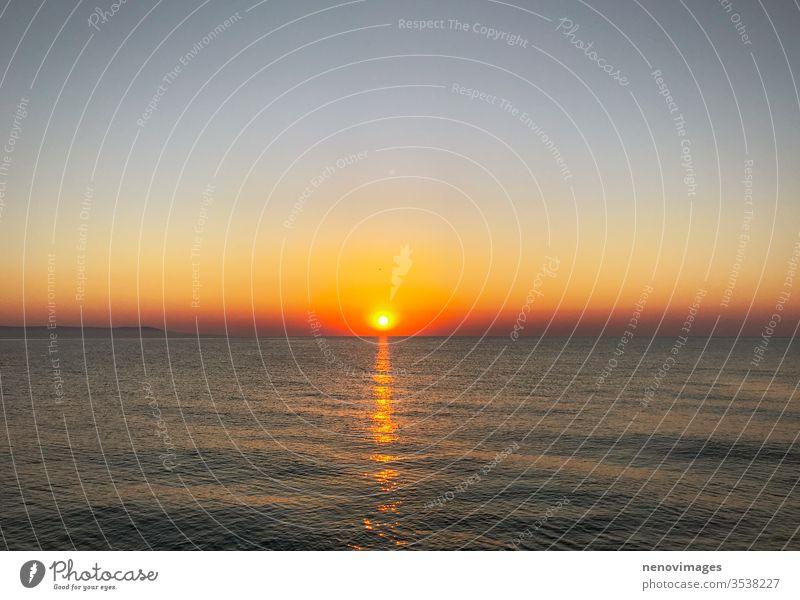 Wunderschöner Sonnenaufgang am Meer bei Pomorie MEER Sommer Landschaft Himmel Natur Wasser reisen Strand Hintergrund Horizont Sonnenlicht Küste winken Ansicht