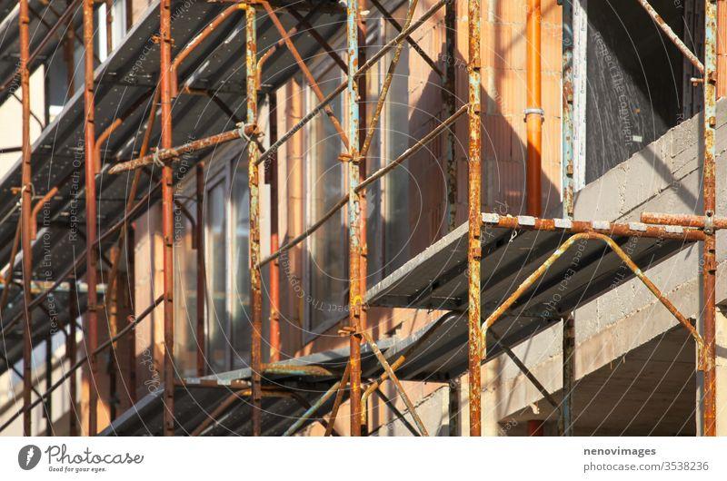 Bild eines Gerüstes auf einer Baustelle Konstruktion Industrie Standort Arbeit Architektur Entwicklung Maschinenbau Struktur Beton hoch industriell Anwesen
