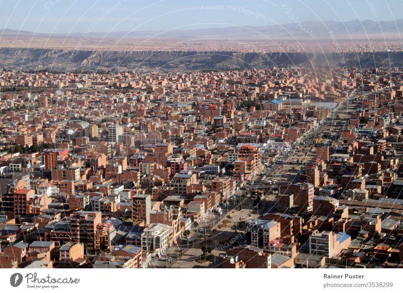 Luftaufnahme von El Alto / La Paz, Bolivien, aus dem Flugzeugfenster Antenne Architektur Gebäude Großstadt Stadtbild Stadtzentrum Wahrzeichen Landschaft