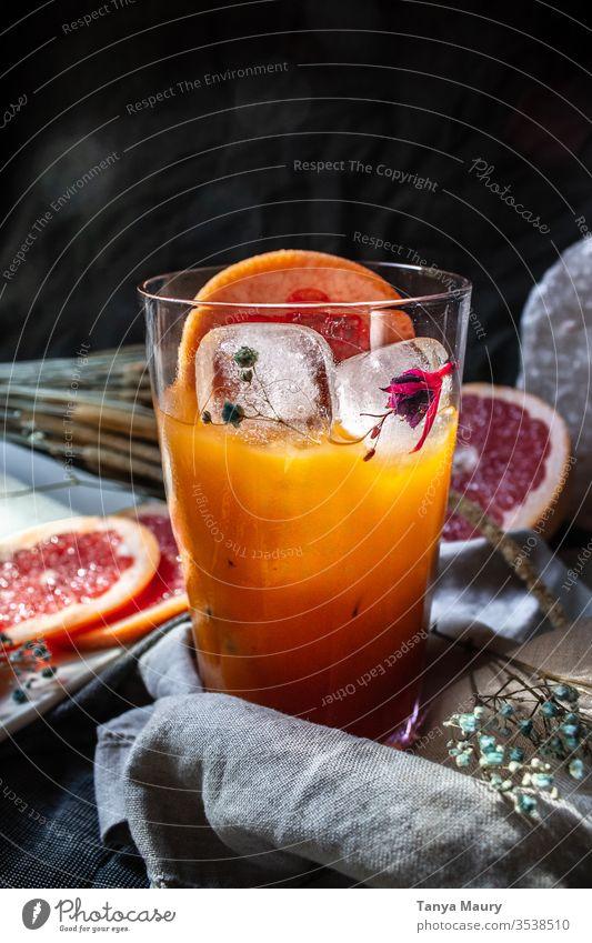 Frisches Glas Grapefruitsaft Zitrusfrüchte Orangensaft frisch gepflückt Vitamin C saftig Blutorange Vegane Ernährung Getränk Saft Sommer Foodfotografie