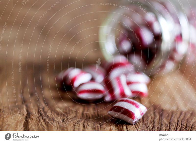 gestreiftes Süßes weiß rot Essen Lebensmittel Glas Ernährung Streifen Süßwaren lecker Bonbon gestreift Geschmackssinn lutschen Holztisch Kalorie geschmackvoll