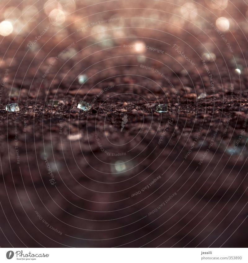 glas Erde Sand Sonne Glas Interesse Wert Wissen Lichterscheinung Lichtspiel rechnen zählen Bodenbelag Splitter Diamant Farbfoto Experiment Menschenleer Abend