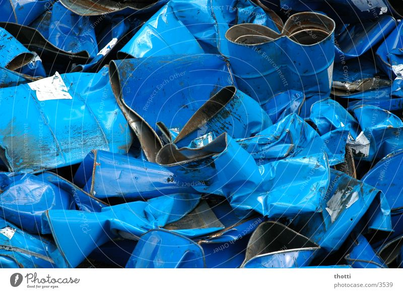 Fässer ohne Boden alt blau Metall Industrie Müll Fass Schrott