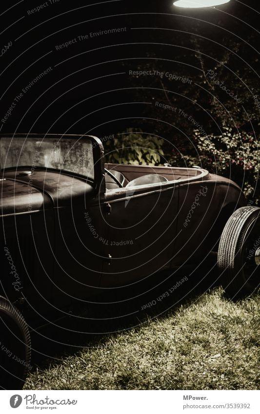 hotrod auto alt Vintage Cabrio nacht verkehr parken klassiker Oldtimer PKW Verkehr Außenaufnahme Fahrzeug altehrwürdig fahren