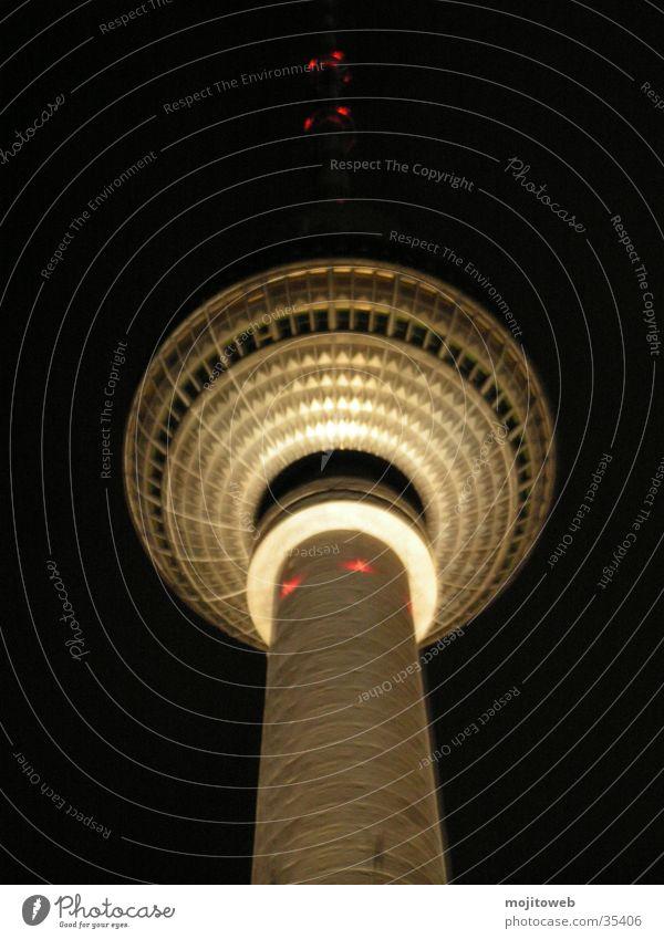 Der kleine Berliner 2 Nacht Licht Berliner Fernsehturm Kuppeldach Wahrzeichen Architektur Denkmal Turm
