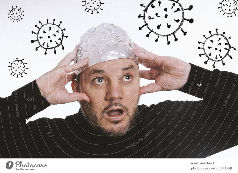 paranoider Mann mit Aluhut - Corona Verschwörungstheorie aluhut Virus Coronavirus covid-19 Paranoia Angst Pandemie COVID sars-cov-2 Comic 5g Alufolie Hut Schutz