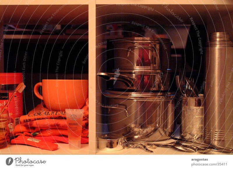 2geteilt Tasse Topf Besteck Löffel glänzend Häusliches Leben orange silber Metall Raum