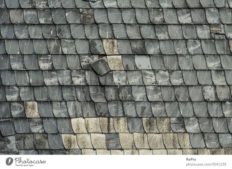 Schieferschindeln an einer alten Fassade. Mauerwerk slate reinforcement Stein Naturstein Steinwand stone Wand wall Bauwerk Architektur Textur Struktur Haus