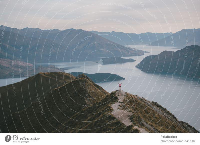 #AS# Freiheit Neuseeland Roys Peak Neuseeland Landschaft explore wandern Wanderung Bergkette Explorer Seeufer Bergsee Berge u. Gebirge rot weite Himmel Natur