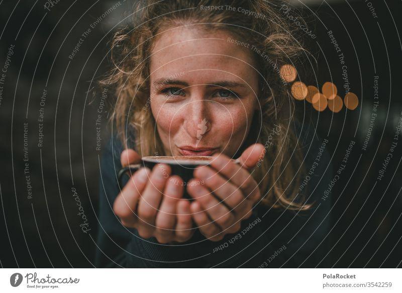 #As# Zeit für Kaffee Kaffeetrinken Kaffeepause Frau Kaffeetisch Kaffeetasse Kaffeebecher Kantine Café Tisch genießen Genuss haltend Hände festhalten stoppen
