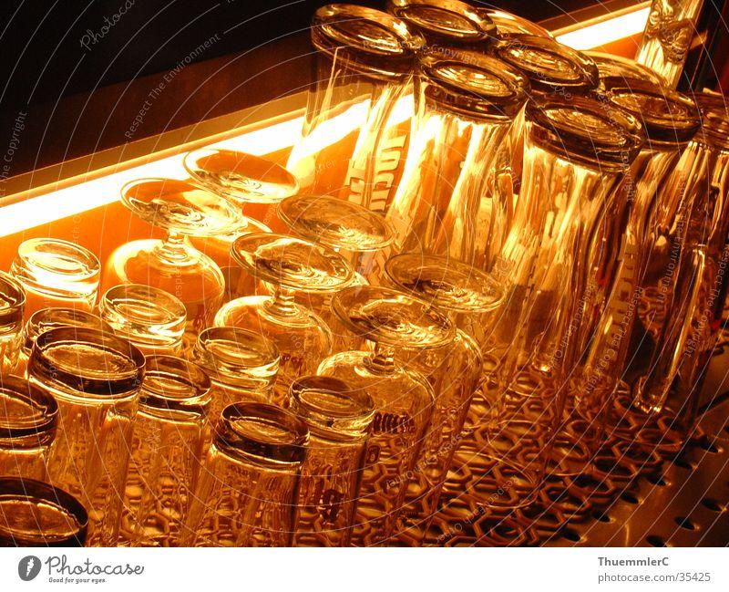 Gläser an der Bar Glas Nacht Theke Alkohol Foyer