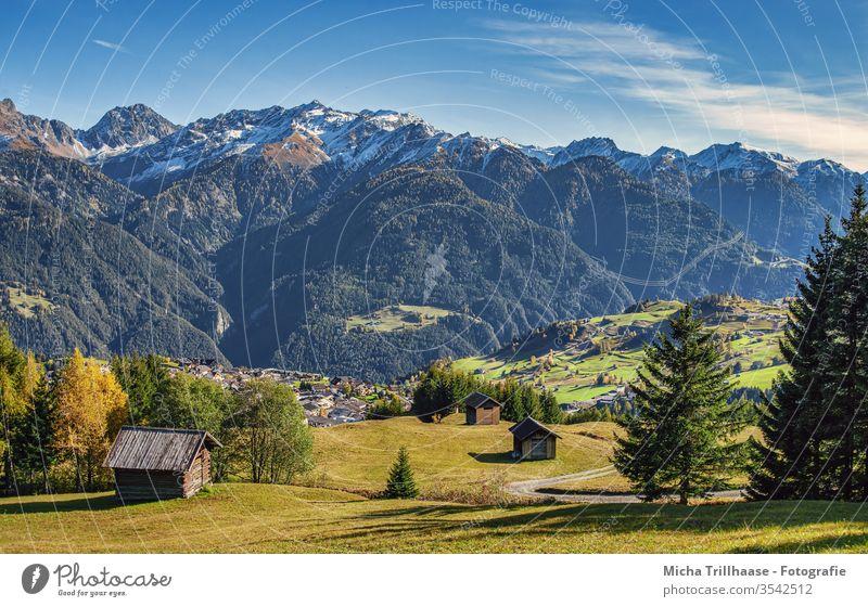 Alpenlandschaft Österreich Serfauss Fiss Ladis Berge Gebirge Täler Hütten Wiesen Felder Bäume Landschaft Natur Himmel Wolken Sonne Sonnenschein Wege Strassen