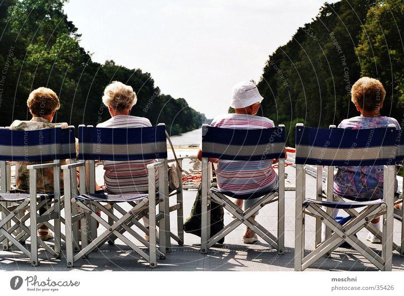 Omis auf'm Sonnendeck Sonne Menschengruppe Familie & Verwandtschaft Fluss Aussicht Sonnendeck