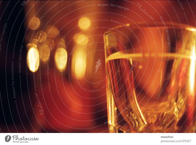Tequila-Glas Getränk Trinkgelage Alkohol Schwache Tiefenschärfe Schnapsglas Menschenleer Nahaufnahme Reflexion & Spiegelung dunkel 1