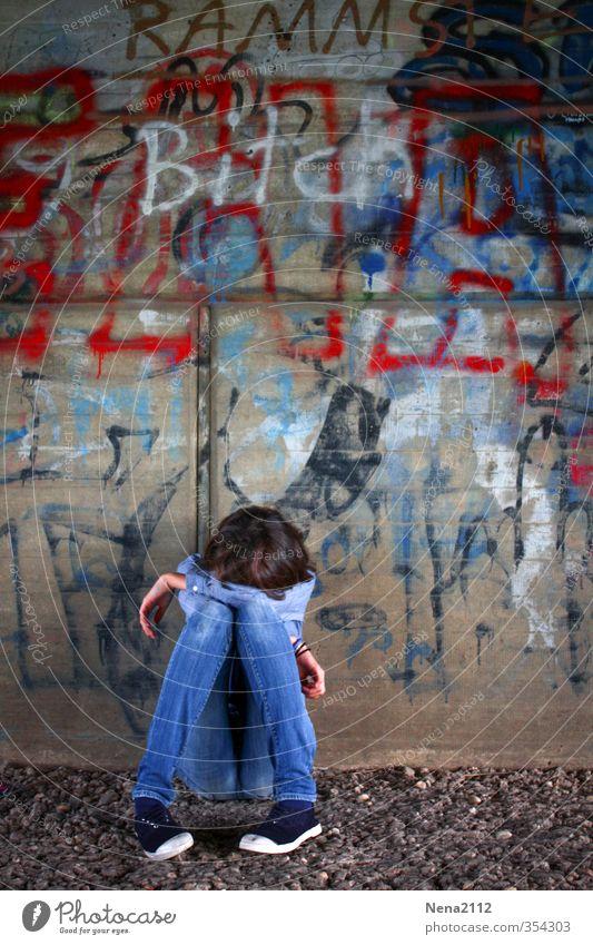 Heul doch! | Mobbing Jugendliche blau Stadt Einsamkeit Junge Frau Mädchen Graffiti feminin Traurigkeit trist Trauer dünn Krankheit Zukunftsangst Stress