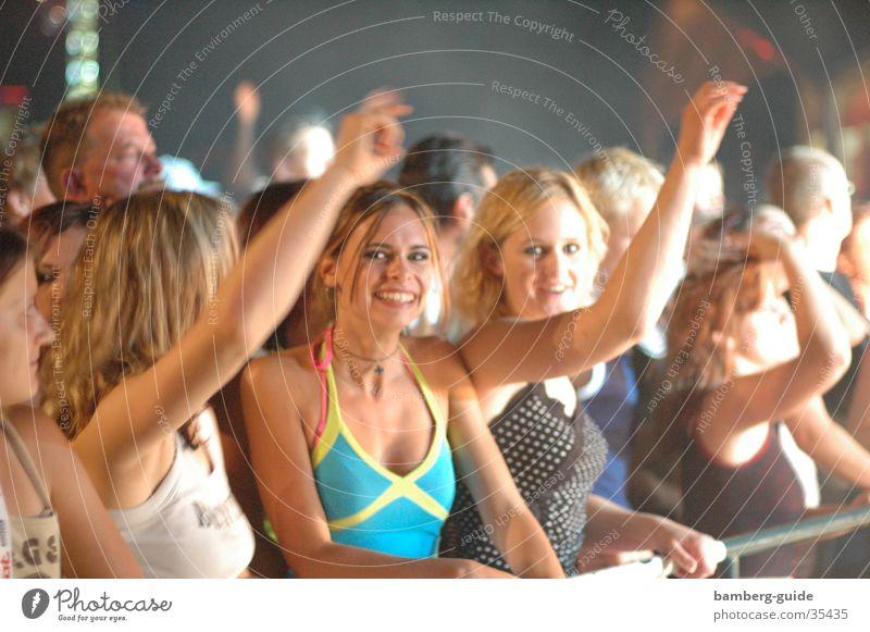Partymäuse Konzert live Menschengruppe Open Air Tanzen Feste & Feiern lachen